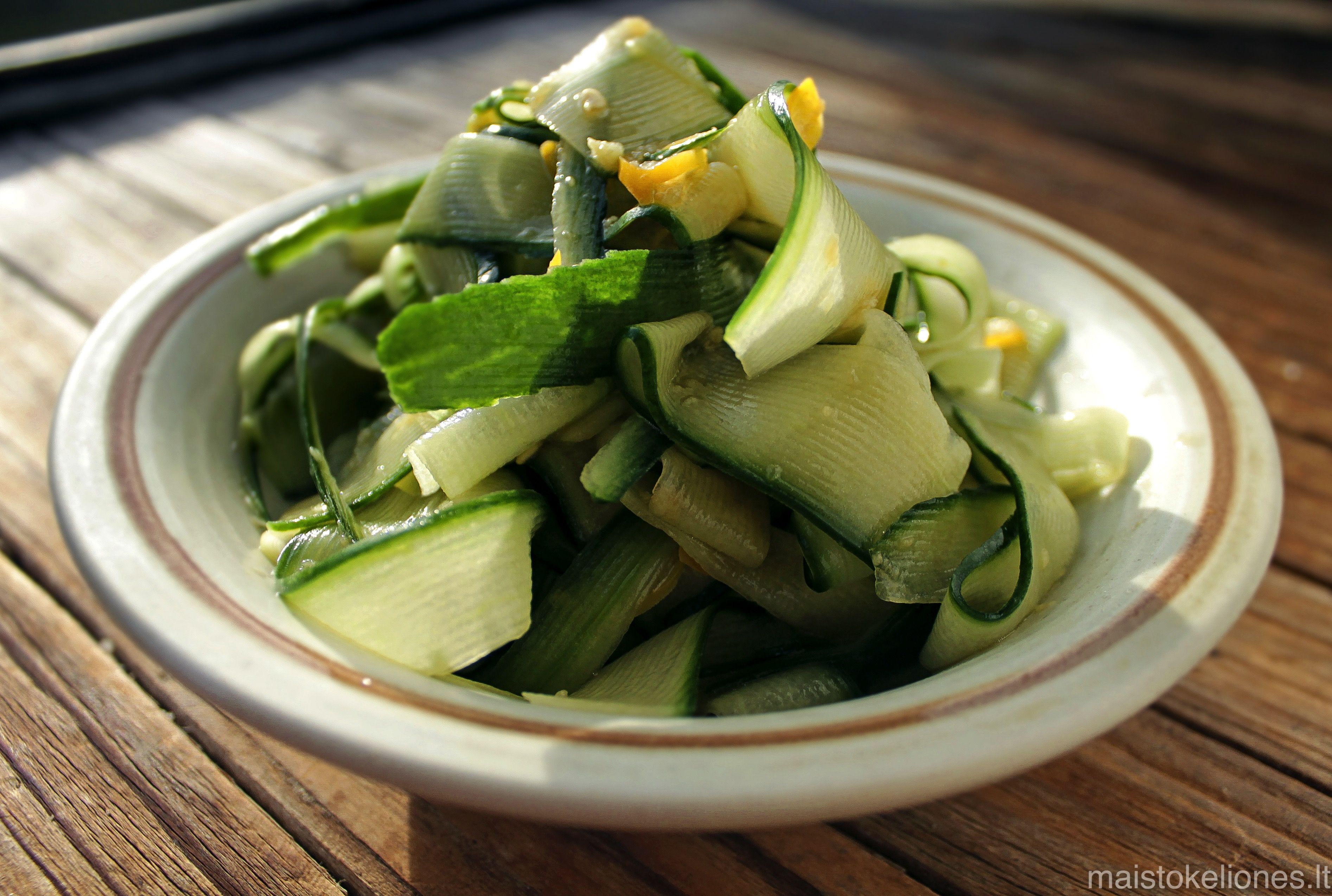 agurkų salotos azijietiškai