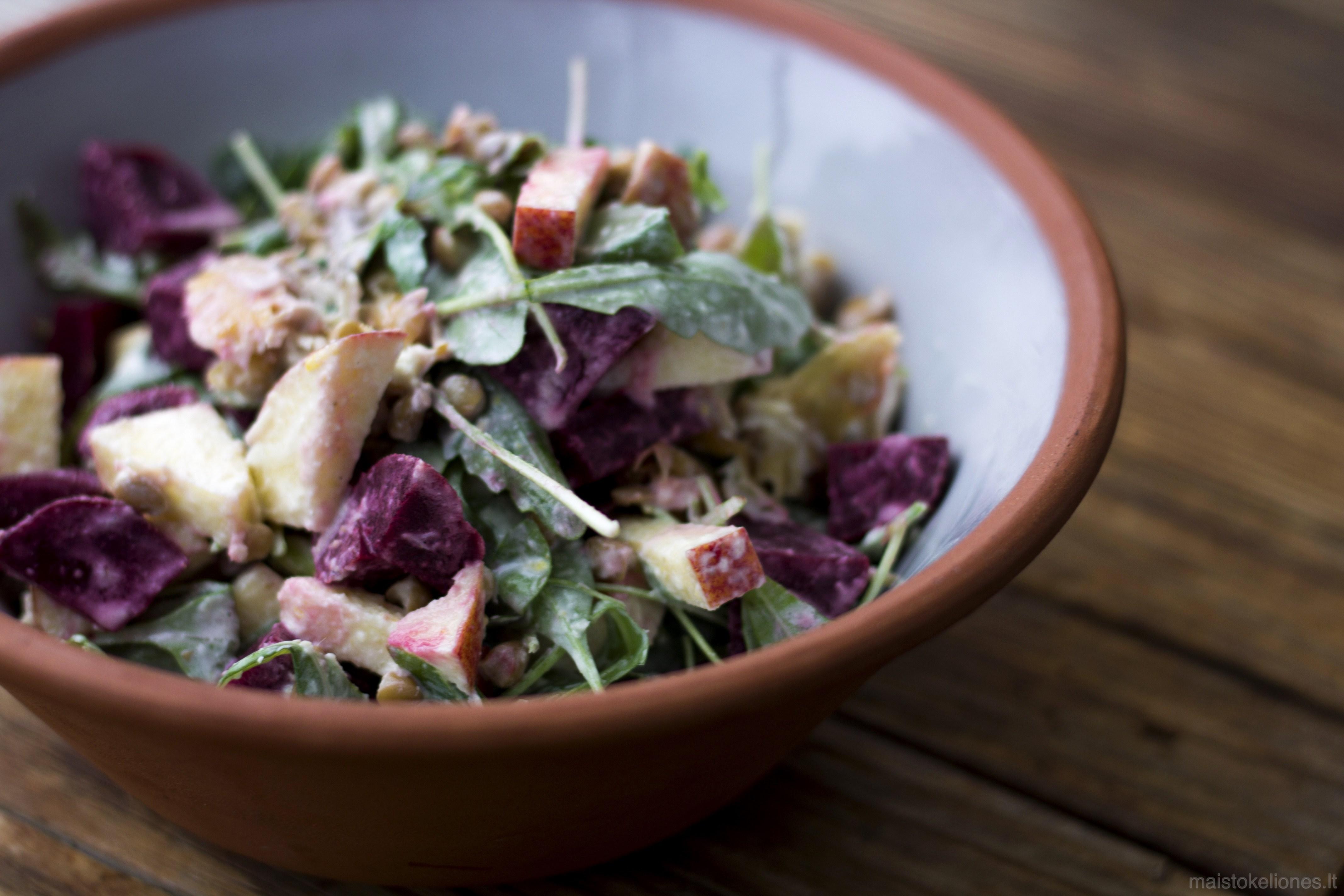 Burokėlių salotos su skumbre