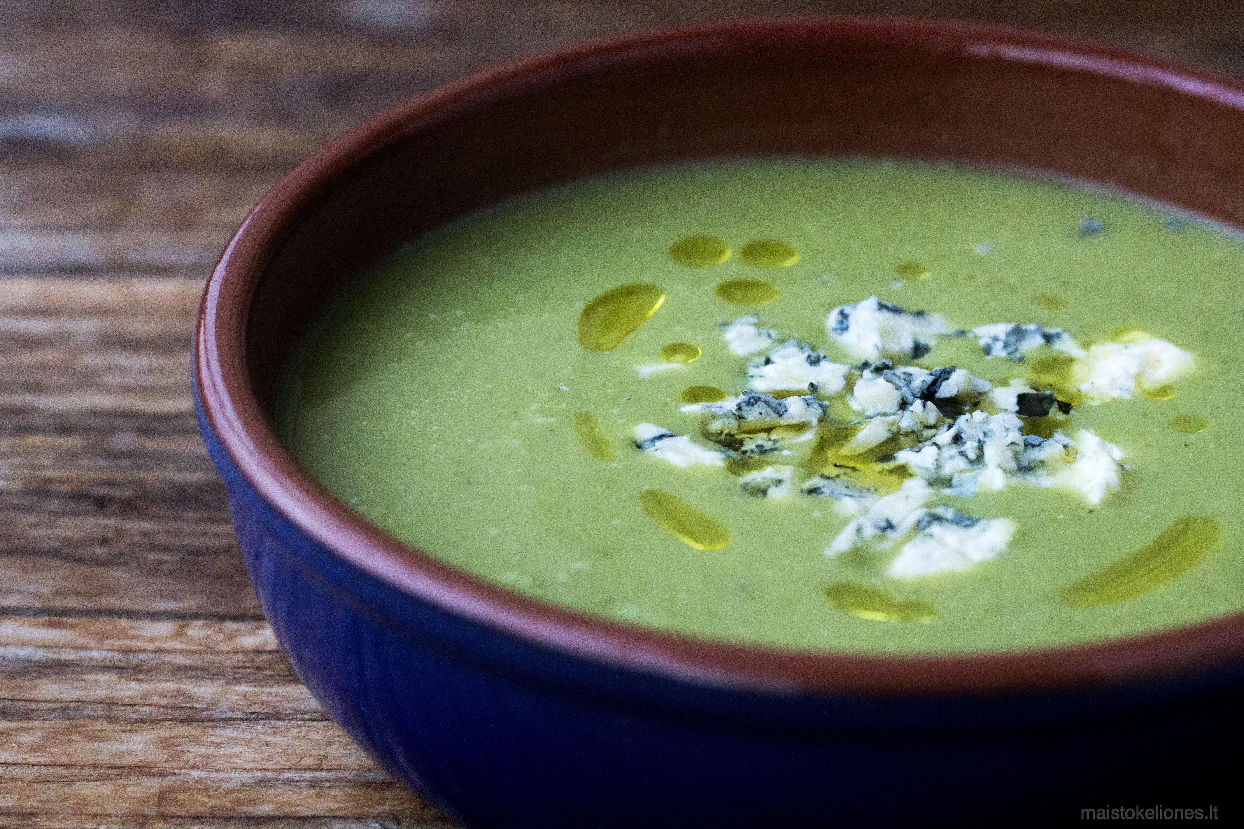 Brokolių sriuba su pelėsiniu sūriu