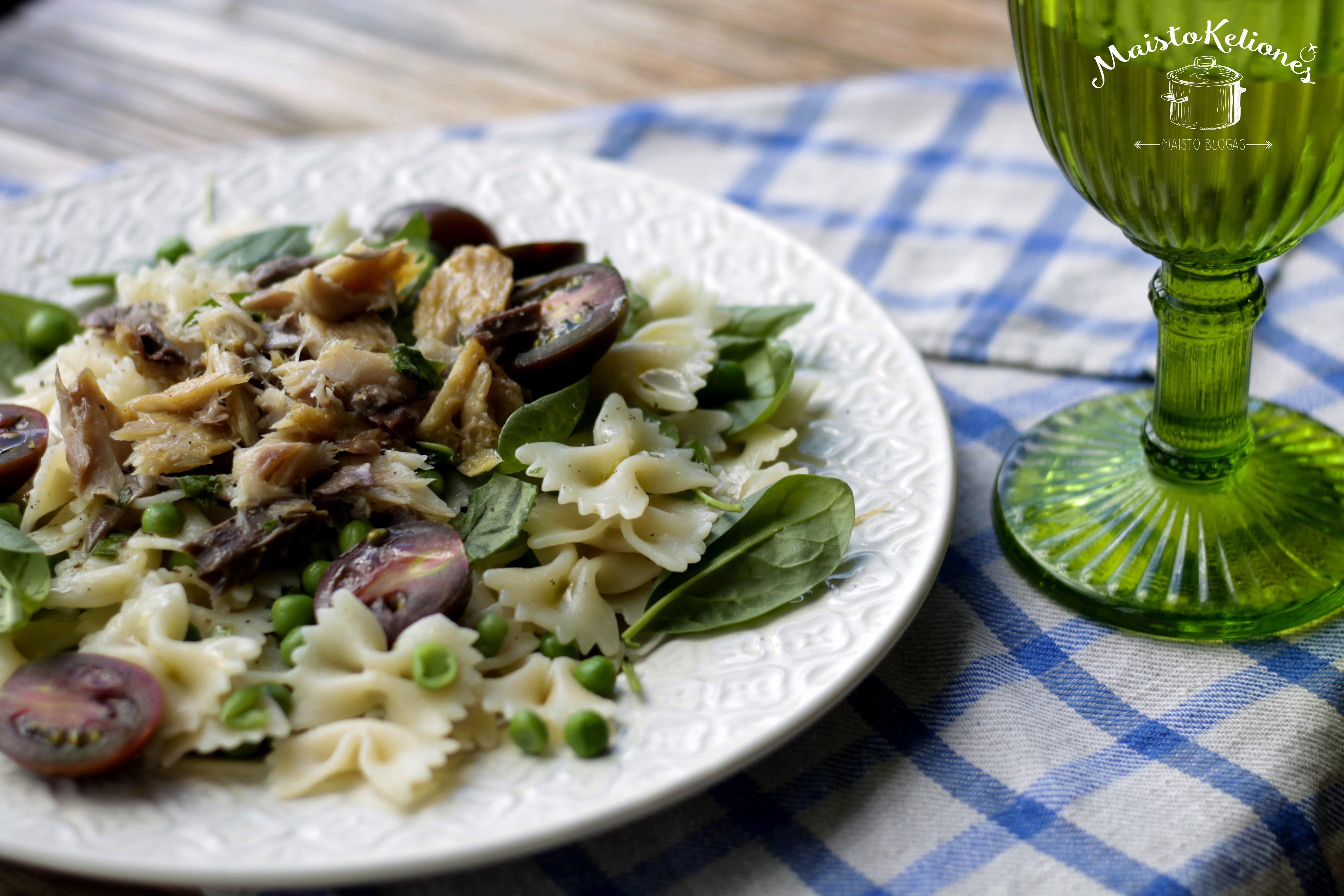 Makaronų salotos su skumbre