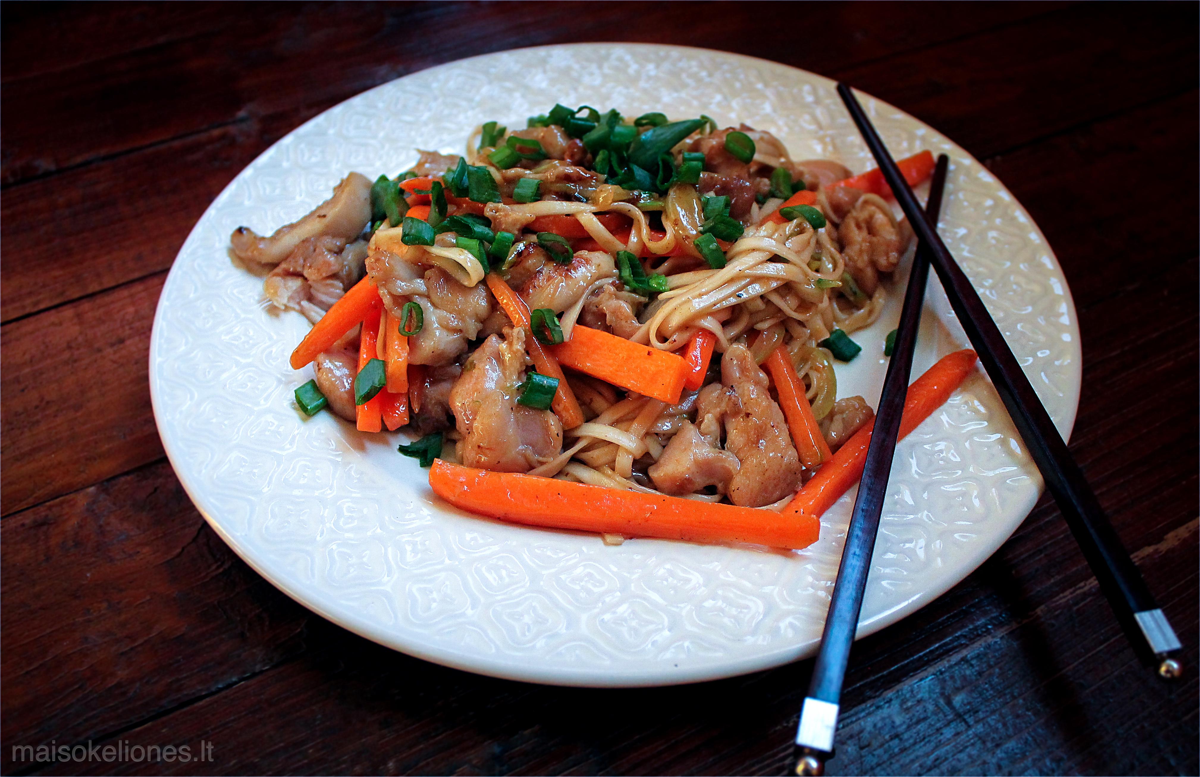 vištienos chow mein