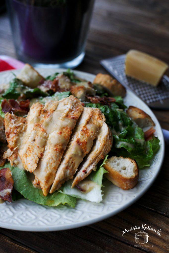 Cezario salotos su vištiena ir naminiu majonezu