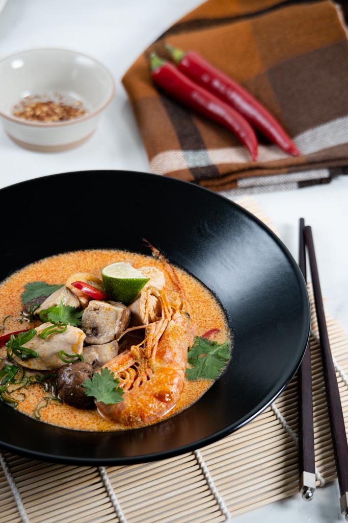 tom yum sriuba su vištiena ir krevetėmis