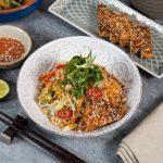 azijietiškos salotos su ryžių makaronais