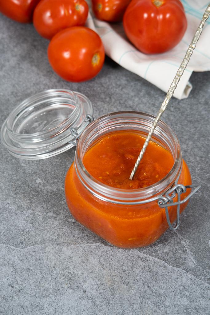 naminis pomidorų padažas su sviestu