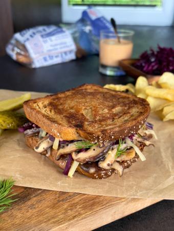 vegetariškas sumuštinis su grybais